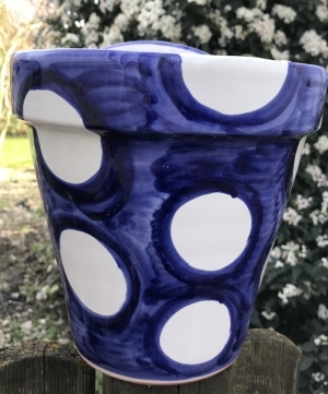 """""""Wandblumentopf, blau mit weißen Punkten"""""""